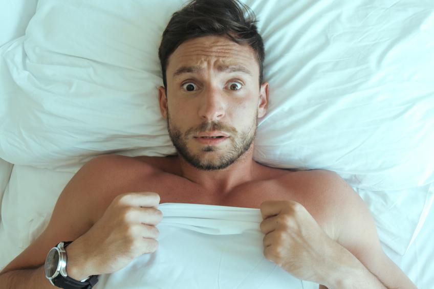 Muz v posteli
